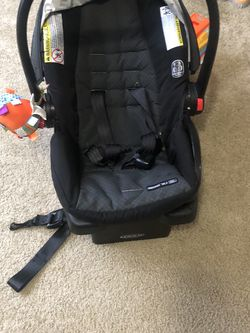 2 In 1 Infant Car Seat And Stroller for Sale in Duluth,  GA