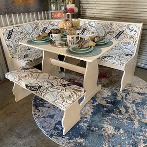 Nice Coffee nook table set😍MUST SEE-NOT Selling Other items-NO holds-SERIOUS BUYERS ONLY😊 for Sale in Raleigh, NC