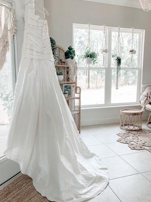 NEW Anjolique Diamond White Designer Wedding Dress for Sale in Winter Haven, FL