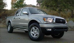 Very clean. Toyota Tacoma 2004 AWDWheels for Sale in Detroit, MI