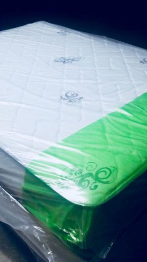 NEW QUEEN 10 INCHES MATTRESS AND FREE BOX SPRING 🌞 FREE DELIVERY WEST PALM BEACH AREA 🚛🚚🏠🌞 for Sale in West Palm Beach, FL