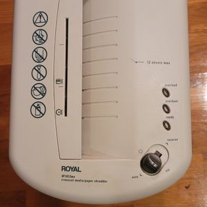 Royal Paper & Credit Card Crosscut Shredder - Model VF1012mx for Sale in Brooklyn, NY