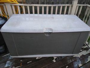 Rubbermaid XL deck box storage/seating for Sale in Warren, MI