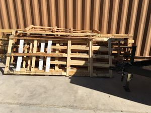 FREE PALLETS *READ DESCRIPTION BEFORE MESSAGING* for Sale in Victorville, CA