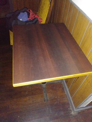 Restaurant/ bar table for Sale in Northwest Plaza, MO