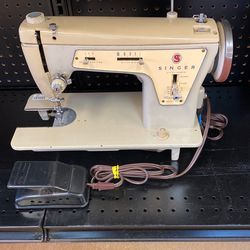 Singer Sewing Machine 237 for Sale in Beaverton,  OR
