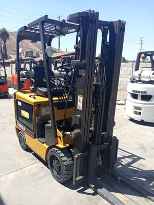 2010 CATERPILLAR FORKLIFT FOR SALE for Sale in Long Beach, CA