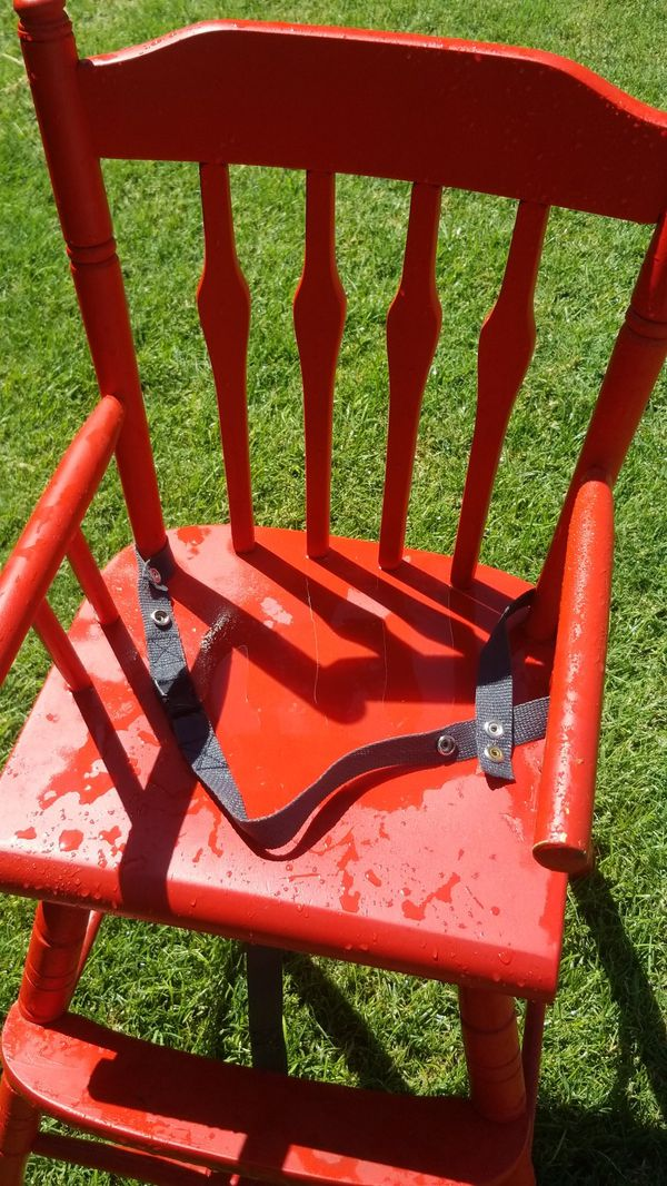 Kids Hi Chair for Eating Great condition solid wood VINTANGE STYLE clean no damage