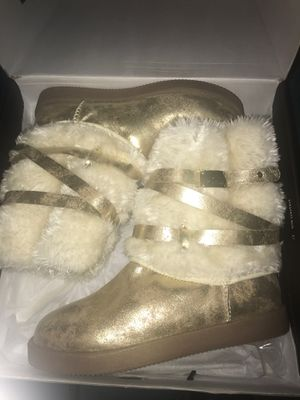 G by Guess Gold Fur Boots Never worn for Sale in San Jose, CA