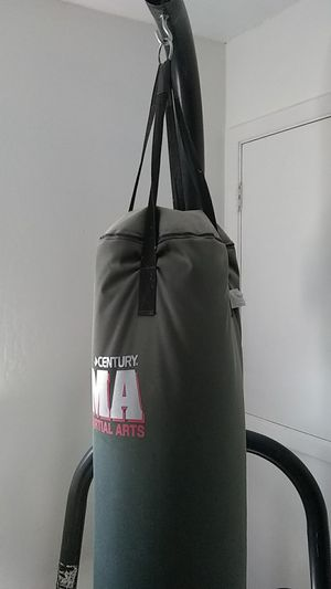 MMA PUNCHING BAG AND STAND for Sale in Antioch, CA
