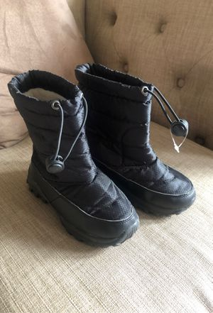 Snow boots kids size 11 for Sale in Fontana, CA
