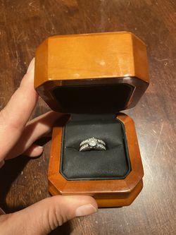 Meierotto 1 carat diamond engagement ring with wedding band attached for Sale in Denver,  CO
