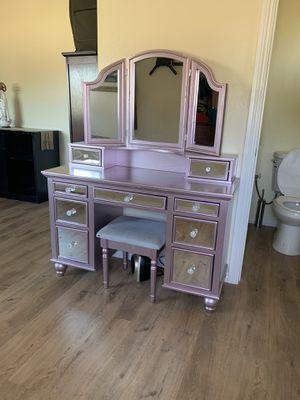 Makeup vanity for Sale in Hesperia, CA
