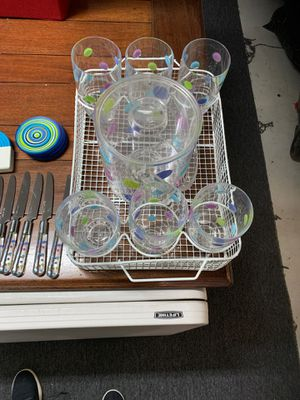 Outdoor acrylic plastic dinner set with ice container and silverware set for Sale in Encinitas, CA