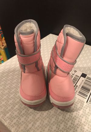 Pink snow boots size 6 toddler for Sale in Alexandria, VA