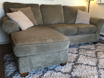 Small Sectional Sofa W/ Reversible Chaise for Sale in Seattle,  WA