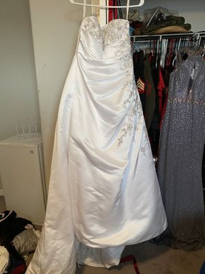 Bride and flower girl wedding dress for Sale in St. Petersburg, FL