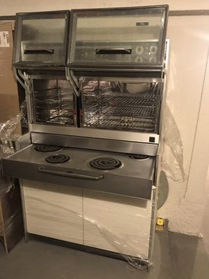 Late 1960s Frigidaire oven and pull out cook top ! (Not functioning) for Sale in Los Angeles, CA