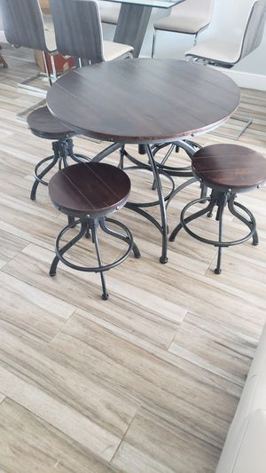 Dinning set/wooden dinning set/outdoor dinning set/kitchen table and stools/juego de comedor for Sale in Miramar, FL
