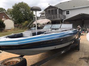 19ft fish & ski 4.3 Chevy for Sale in Clarksville, TN