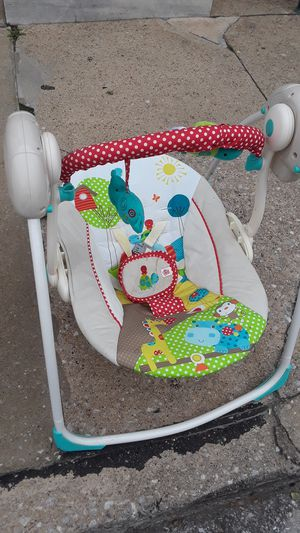 Baby swings/carseat for Sale in Baltimore, MD