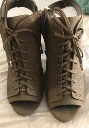 Olive green bootie heels SZ 7 1/2 for Sale in Las Vegas, NV