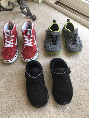 Nike- vans and croos size 10 T for Sale in Clarksburg, CA
