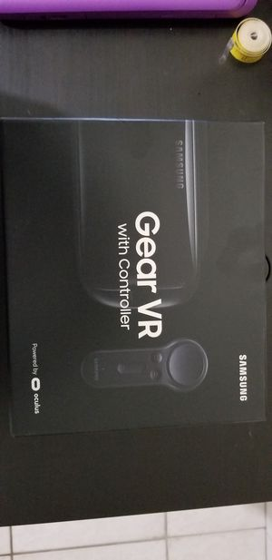 Gear vr with controller for Sale in Miami, FL
