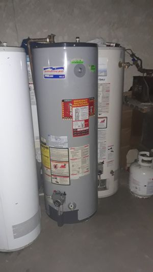 Water heater American pro line 40 galones gas for Sale in Bloomington, CA