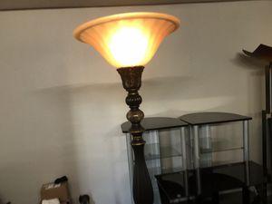 Floor stand lamp/lampara de piso for Sale in Arlington, TX