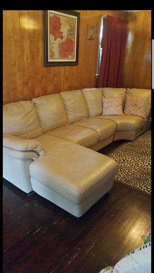 Leather sectional couch for Sale in Maple Shade Township, NJ