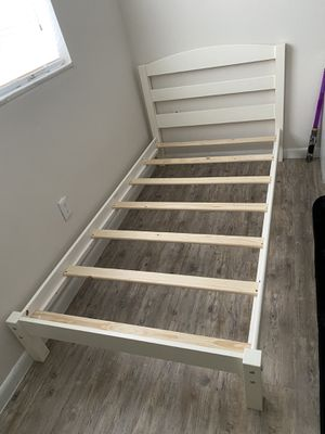 White Twin Platform Bed for Sale in Orlando, FL