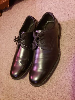 MENS VAN HEUSEN DRESS SHOES SIZE 12 GENUINE LEATHER for Sale in New York, NY