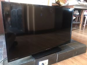 """Emerson 40"""" LED 1080p tv for Sale in Diamond Bar, CA"""