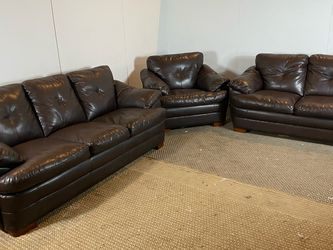 JCPenny Leather Set FREE DELIVERY for Sale in Philadelphia,  PA