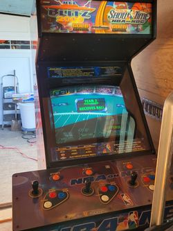 Nba Showtime Blitz Football Arcade Game for Sale in Portland,  OR
