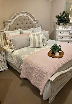 ALAN 💯🆕Best Price$ NEW REALYN BEDROOM SET for Sale in Columbia, MD