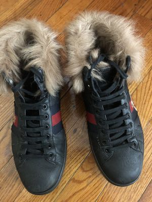 2 Authentic Gucci Bee Wool Sneakers for Sale in Chicago, IL
