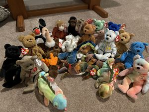 Over 25 miscellaneous beanie babies for Sale in Edgewood, WA