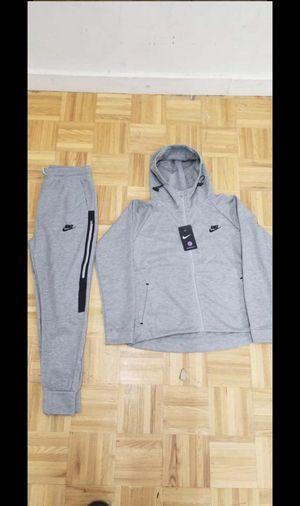Nike sweatsuit women's for Sale in Hampton, VA