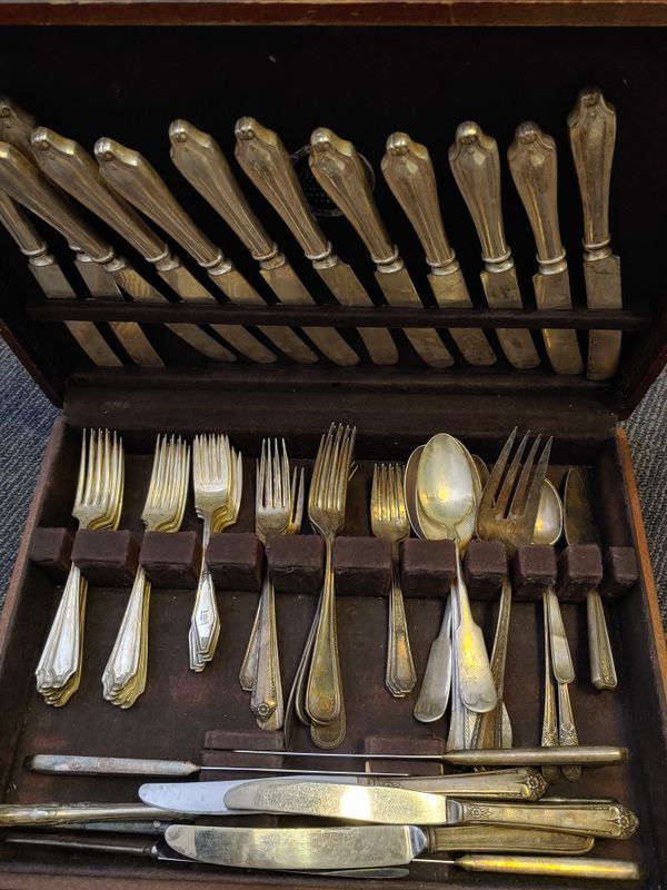 Nakins Silverware set with chest