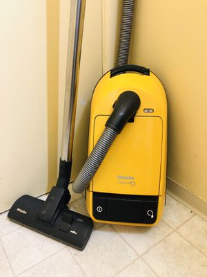 Miele Naturell Canister Vacuum Cleaner for Sale in Tacoma, WA