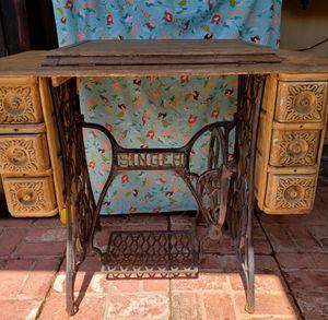 Singer desk for Sale in Menifee, CA