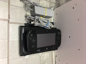 Nintendo Wii U 32 gb used good condition complete with Mario kart 8 game pick up in panorama city for Sale in Los Angeles, CA