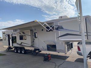 2009 stellar eclipse 45 ft 5th wheel toy hauler for Sale in Peoria, AZ