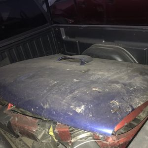 Hood For Chevy Silverado 2000 for Sale in Fresno, CA