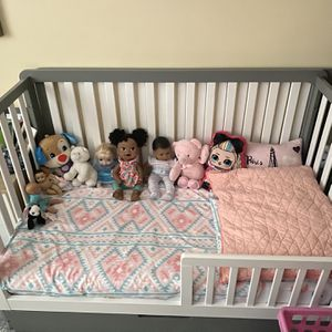 Convertible Crib /bed for Sale in Boston, MA