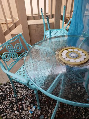 round glass table, 4 chairs with cushions for Sale in Paramount, CA