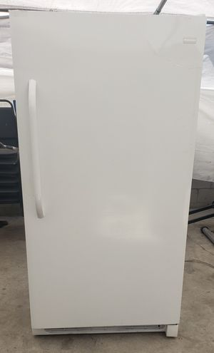 Frigidaire Electrolux freestanding upright 17 cubic ft Freezer for Sale in Long Beach, CA