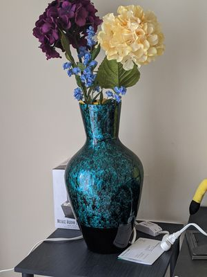 Flower vase for Sale in Mayfield Heights, OH